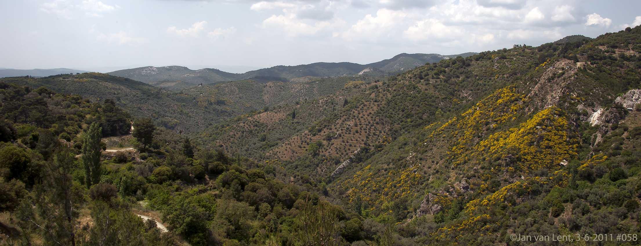 View over Megalochori mountains, © JvL 3-6-2011 #058